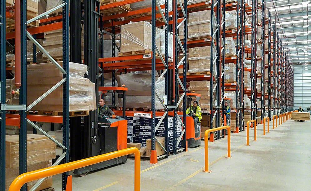 Mecalux ha suministrado racks selectivos para la bodega que comparten DFS y Dwell