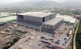 La bodega autoportante de Hayat Kimya en construcción. Para la estructura autoportante se utilizaron 10.000 toneladas de acero