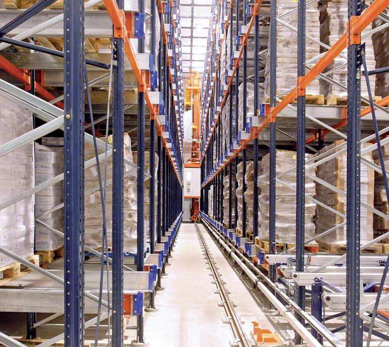 Bodega/cámara frigorífica dedicada al envasado y distribución de pescados y mariscos.