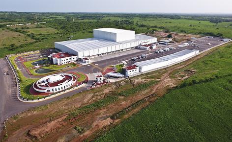 Sobre una superficie de 4.610 m², Mecalux ha construido una bodega automática autoportante de aproximadamente 30 m de altura y una capacidad para más de 28.000 pallets