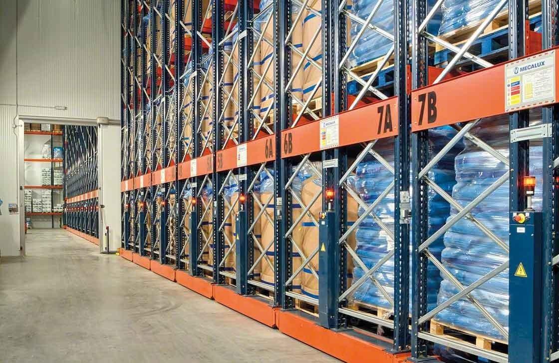 Las estanterías móviles Movirack han conseguido aumentar la capacidad de la bodega  frigorífica de Iberfresco