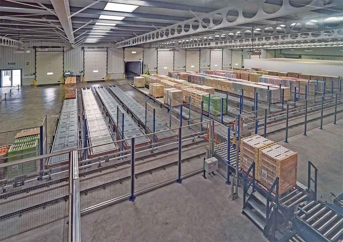La bodega de Dafsa en España ha instalado un circuito de transportadores que asisten en la recepción de mercaderías