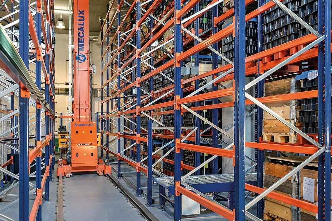 Los transelevadores permiten ahorrar desplazamientos con cargas a mayor velocidad con un impacto directo en la productividad de la bodega
