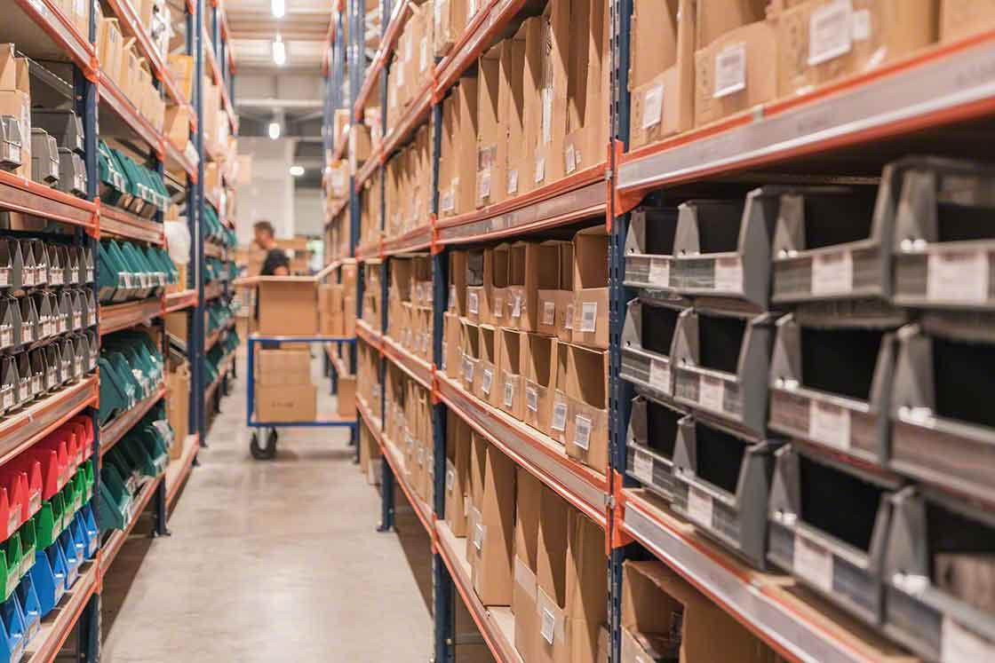 El objetivo de la reposición de stock es que el operario no acuda a por el producto y se encuentre la estantería vacía
